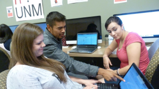 UNM Students Editing News